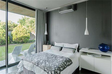 Modern bedroom Stock Photo - Premium Royalty-Free, Code: 6113-07565657