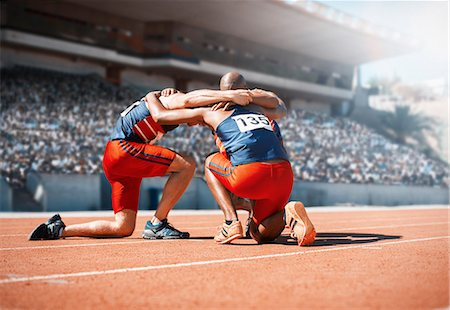 sports - Runners huddled on track Stock Photo - Premium Royalty-Free, Code: 6113-07588788