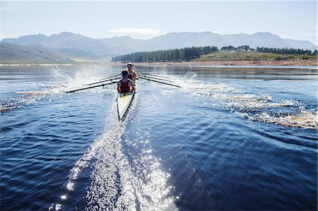 sport rowing teamwork - Rowing crew rowing scull on lake Stock Photo - Premium Royalty-Free, Code: 6113-07588735