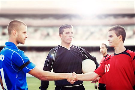 footballeur - Soccer players shaking hands on field Stock Photo - Premium Royalty-Free, Code: 6113-07588841