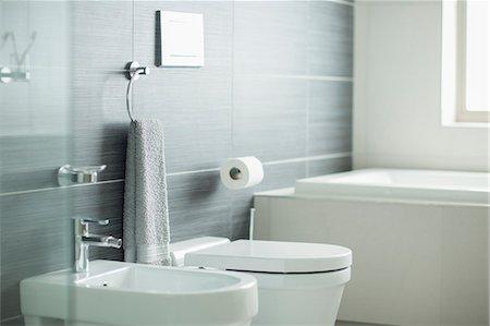 Modern bathroom Stock Photo - Premium Royalty-Free, Code: 6113-07589689