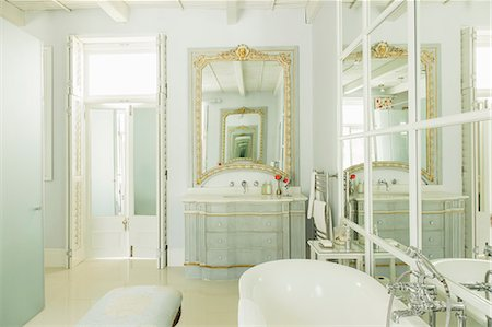 Luxury bathroom Stock Photo - Premium Royalty-Free, Code: 6113-07589627