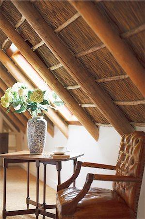 Bouquet in vase in luxury attic Stock Photo - Premium Royalty-Free, Code: 6113-07589624