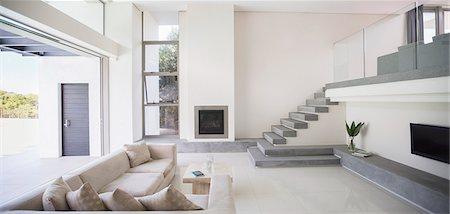 design - Modern living room Stock Photo - Premium Royalty-Free, Code: 6113-07589637