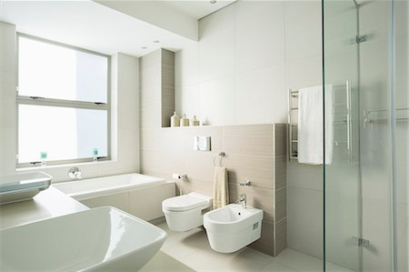 Modern bathroom Stock Photo - Premium Royalty-Free, Code: 6113-07589733
