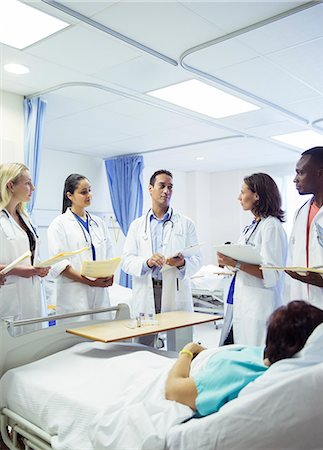 five people - Doctor teaching residents in hospital room Stock Photo - Premium Royalty-Free, Code: 6113-07761972