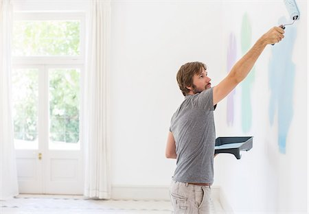 painting - Man painting wall in living space Stock Photo - Premium Royalty-Free, Code: 6113-07762264