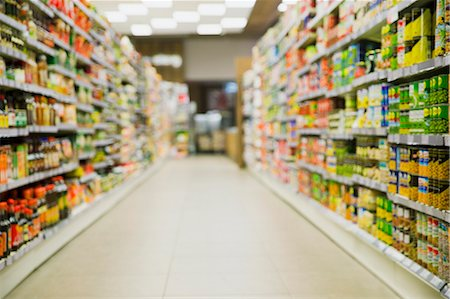 supermarket not people - Defocussed view of grocery store aisle Stock Photo - Premium Royalty-Free, Code: 6113-07790942