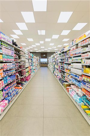 supermarket not people - Grocery store aisle and fluorescent lighting Stock Photo - Premium Royalty-Free, Code: 6113-07790962