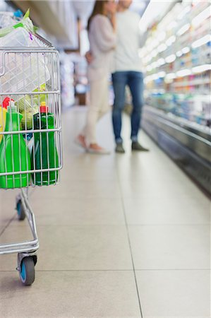 Defocussed view of couple shopping together in grocery store Stock Photo - Premium Royalty-Free, Code: 6113-07790993