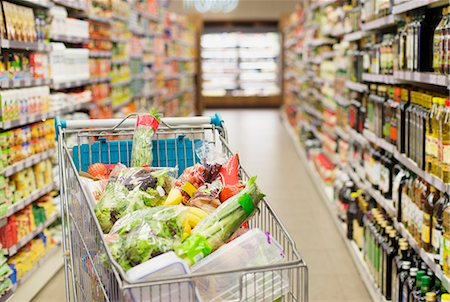 Close up of full shopping cart in grocery store Stock Photo - Premium Royalty-Free, Code: 6113-07790927