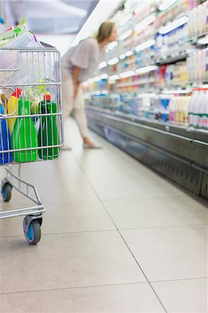 Close up of full shopping cart in grocery store Stock Photo - Premium Royalty-Free, Code: 6113-07790926