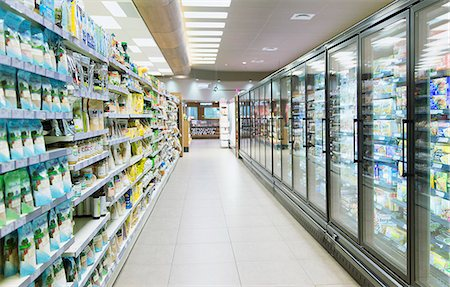supermarket not people - Empty aisle in grocery store Stock Photo - Premium Royalty-Free, Code: 6113-07790939