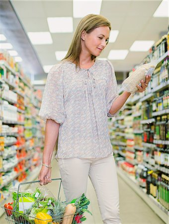 Woman shopping in grocery store Stock Photo - Premium Royalty-Free, Code: 6113-07791182