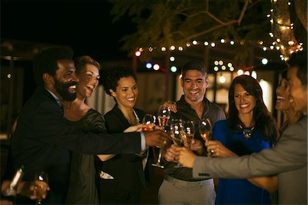 Friends toasting each other at party Foto de stock - Sin royalties Premium, Código: 6113-07730888