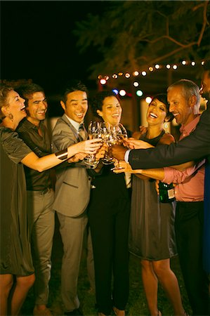 Friends toasting each other at party Foto de stock - Sin royalties Premium, Código: 6113-07730911
