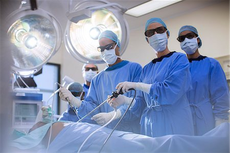 Team of doctors performing laparoscopic surgery in operating theater Stock Photo - Premium Royalty-Free, Code: 6113-07905926