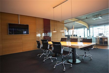 empty - Conference table in empty office meeting room Photographie de stock - Premium Libres de Droits, Code: 6113-07906333