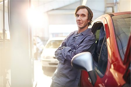 services - Portrait confident mechanic leaning on car in auto repair shop Stock Photo - Premium Royalty-Free, Code: 6113-08184366