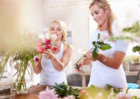 florist - Smiling florists arranging bouquet in flower shop Stock Photo - Premium Royalty-Free, Code: 6113-08536191
