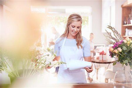 florist - Florist reviewing paperwork in flower shop Stock Photo - Premium Royalty-Free, Code: 6113-08536201