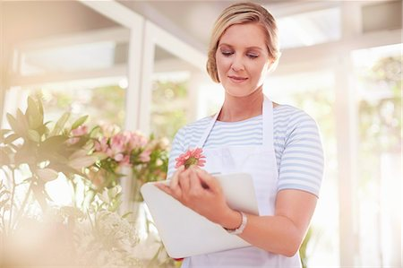 florist - Florist with clipboard in flower shop Stock Photo - Premium Royalty-Free, Code: 6113-08536214