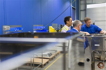 filipino (male) - Workers examining equipment in steel factory Stock Photo - Premium Royalty-Free, Code: 6113-08655349