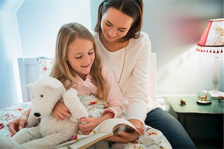 story - Mother reading bedtime story with daughter in bed Stock Photo - Premium Royalty-Free, Code: 6113-08655399