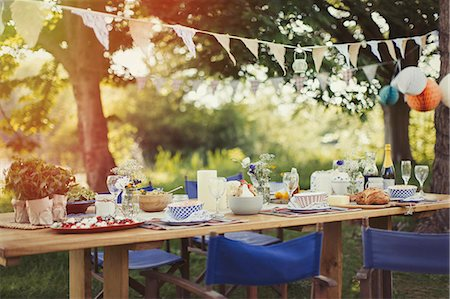 pennant flag - Garden party lunch under pennant flag Stock Photo - Premium Royalty-Free, Code: 6113-08743592