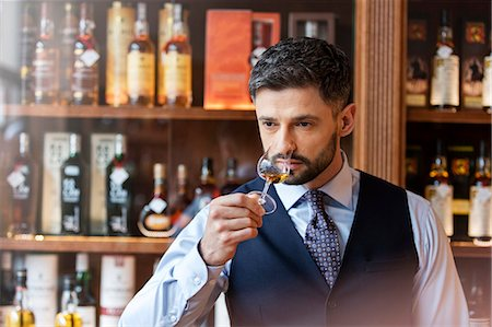 Well-dressed man whiskey tasting Stock Photo - Premium Royalty-Free, Code: 6113-08722297