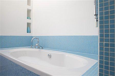 Bathtub Stock Photo - Premium Royalty-Free, Code: 6114-06598244