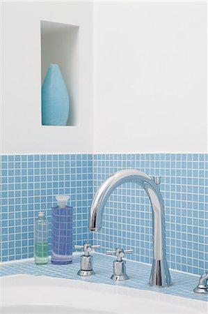 Faucet of bathtub Stock Photo - Premium Royalty-Free, Code: 6114-06598220