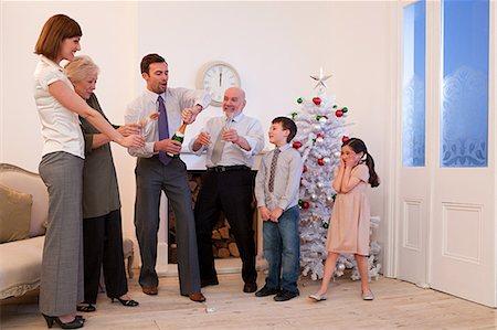 Family celebrating New Year Stock Photo - Premium Royalty-Free, Code: 6114-06598804