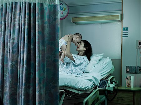 Mother with nerwborn baby in hospital Stock Photo - Premium Royalty-Free, Code: 6114-06599954
