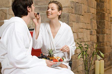 Couple eating fruit Stock Photo - Premium Royalty-Free, Code: 6114-06646252