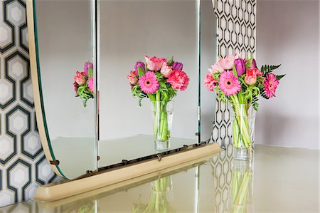 Flowers on a dressing table Stock Photo - Premium Royalty-Free, Code: 6114-06660392