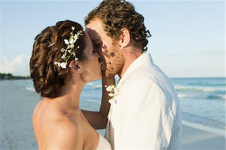 Bride and groom kissing on beach Stock Photo - Premium Royalty-Free, Code: 6114-06601192