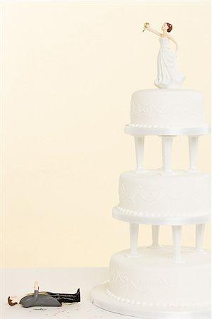 Wedding figurines and wedding cake Stock Photo - Premium Royalty-Free, Code: 6114-06611668