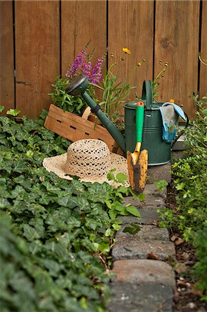 potted plant - Garden equipment, flowers and straw hat in the garden, Munich, Bavaria, Germany Stock Photo - Premium Royalty-Free, Code: 6115-06778642