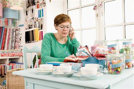 day - Woman Using Mobile Phone, Munich, Bavaria, Germany, Europe Stock Photo - Premium Royalty-Free, Code: 6115-06778835