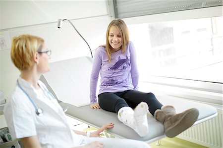 Female doctor talking to a girl with leg in plaster, Osijek, Croatia Stock Photo - Premium Royalty-Free, Code: 6115-06778953