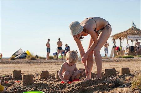 Croatia, Dalmatia, Mother And Son Playing On Beach Stock Photo - Premium Royalty-Free, Code: 6115-06732893