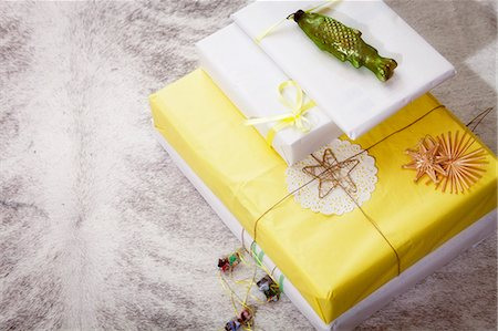 present wrapped close up - Christmas decoration, gift boxes, stacked, Munich, Bavaria, Germany Stock Photo - Premium Royalty-Free, Code: 6115-06967063