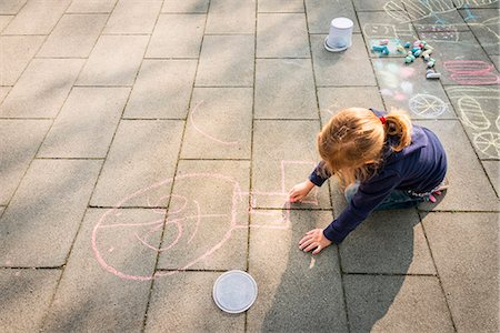 draw - Blonde girl drawing with chalk on sidewalk, Munich, Bavaria, Germany Stock Photo - Premium Royalty-Free, Code: 6115-08100480