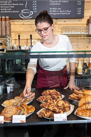 stage show - Waitress arranging cake at display cabinet in coffee shop Stock Photo - Premium Royalty-Free, Code: 6115-08100529