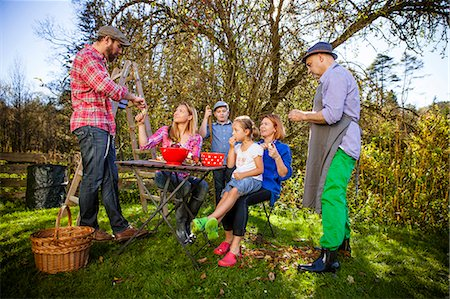 family apple orchard - Multi-generation family peeling apples, Munich, Bavaria, Germany Stock Photo - Premium Royalty-Free, Code: 6115-08100646