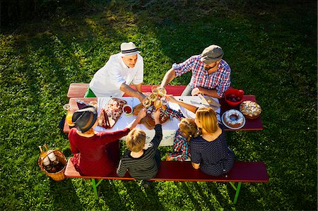 Family having a picnic in the garden, Munich, Bavaria, Germany Stock Photo - Premium Royalty-Free, Code: 6115-08101366