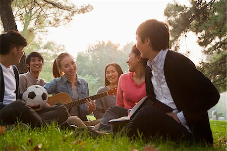 Teenagers hanging out in the park Stock Photo - Premium Royalty-Free, Code: 6116-06939108