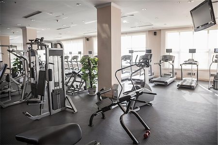 Large, bright gym with workout equipment. Stockbilder - Premium RF Lizenzfrei, Bildnummer: 6116-07235715