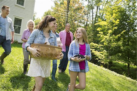 five - A family summer gathering at a farm. A shared meal, a homecoming. Stock Photo - Premium Royalty-Free, Code: 6118-07235031